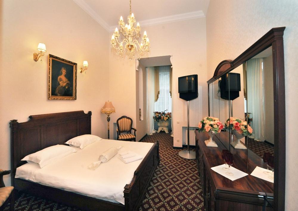 """Гостиница в Одессе """"Queen Valery"""", номер полулюкс с балконом"""