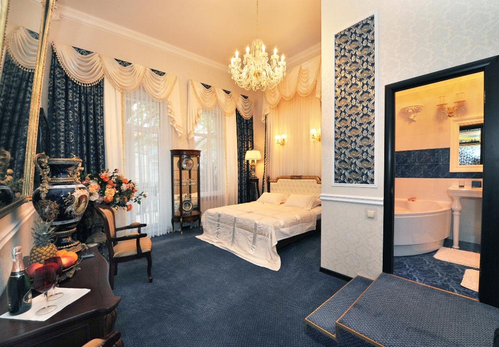 """гостиница в Одессе """"Queen Valery"""", номер люкс с террасой"""