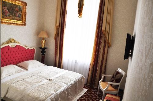 """Гостиница в Одессе """"Queen Valery"""", номер улучшенный"""