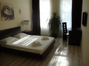 1-но комнатная квартира 40 кв.м Просторная однокомнатная квартира на втором этаже в самом сердце Одессы - на Дерибасовской